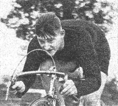 Reg Turner at speed. Courtesy of 'Cycling' magazine, 6/11/52